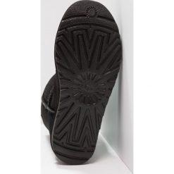 UGG CLASSIC SHORT SCALES Botki black. Czarne buty zimowe damskie marki Ugg, z materiału. Za 1089,00 zł.