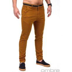 SPODNIE MĘSKIE CHINO P156 - RUDE. Brązowe chinosy męskie Ombre Clothing, z aplikacjami, z bawełny. Za 59,00 zł.