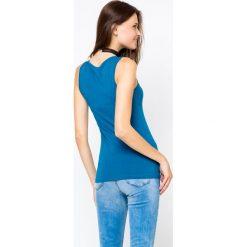Bluzka basic na szerokich ramiączkach niebieska - 2