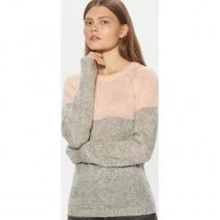 Dwukolorowy sweter - Różowy. Czerwone swetry klasyczne damskie Cropp, l. Za 69,99 zł.