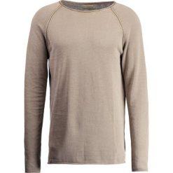 Swetry klasyczne męskie: Selected Homme SHNCLASHACID CREW NECK Sweter caribou
