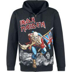 Iron Maiden The Trooper - Battlefield Bluza z kapturem rozpinana czarny. Czarne bluzy męskie rozpinane Iron Maiden, l, z nadrukiem, z kapturem. Za 184,90 zł.