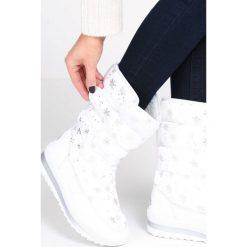 Białe Śniegowce Arrangement. Białe buty zimowe damskie Born2be, za kostkę. Za 89,99 zł.