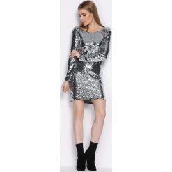 Srebrna Sukienka Womanhood. Szare sukienki mini Born2be, s, z okrągłym kołnierzem, dopasowane. Za 119,99 zł.