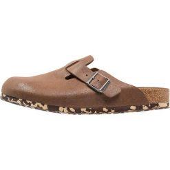 Birkenstock BOSTON Klapki sandwashed brown. Brązowe klapki męskie marki OLAIAN, z kauczuku. Za 449,00 zł.