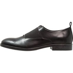 KIOMI Eleganckie buty black. Czarne buty wizytowe męskie KIOMI, z materiału. Za 379,00 zł.