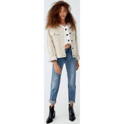 Jeansy slim fit z wysokim stanem. Niebieskie jeansy damskie relaxed fit marki Reserved. Za 99,90 zł.