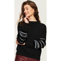 Bluza z aplikacją - Czarny. Czarne bluzy damskie Sinsay, l, z aplikacjami. Za 49,99 zł.