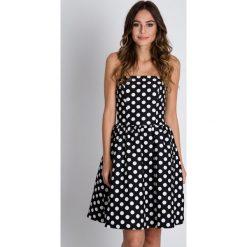Czarno-biała sukienka bez ramiączek BIALCON. Białe sukienki balowe marki BIALCON, na co dzień, w grochy, z tkaniny, z kopertowym dekoltem, bez ramiączek, kopertowe. W wyprzedaży za 193,00 zł.