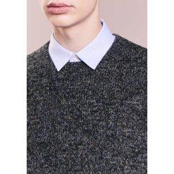 Club Monaco JAXON CREW Sweter grey multi. Szare swetry klasyczne męskie Club Monaco, l, z elastanu. W wyprzedaży za 426,30 zł.