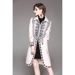 Płaszcz w kolorze białym ze wzorem. Białe płaszcze damskie marki Zeraco. W wyprzedaży za 339,95 zł.