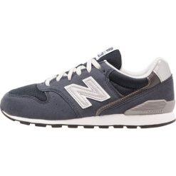 New Balance Tenisówki i Trampki navy. Szare tenisówki męskie marki New Balance, na lato, z materiału. W wyprzedaży za 247,20 zł.