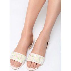 Różowe Sandały Evergreen. Czerwone sandały damskie marki QUECHUA, z gumy. Za 59,99 zł.