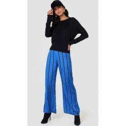 NA-KD Sweter z wiązaniem z tyłu - Black. Niebieskie swetry klasyczne damskie marki NA-KD, z satyny. Za 100,95 zł.