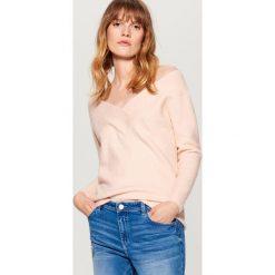 Sweter z odkrytymi ramionami - Różowy. Czerwone swetry klasyczne damskie Mohito, l. Za 99,99 zł.
