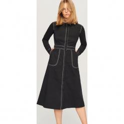 Sukienka z rozkloszowanym dołem - Czarny. Czarne sukienki rozkloszowane marki Reserved. Za 199,99 zł.