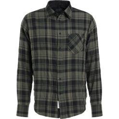 Rag & bone Koszula olive. Zielone koszule męskie na spinki rag & bone, m, z bawełny. W wyprzedaży za 343,60 zł.