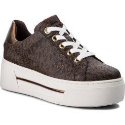 Sneakersy MICHAEL MICHAEL KORS - Ashlyn Sneaker 43F8AHFS1B Brown. Czarne sneakersy damskie marki MICHAEL Michael Kors, z gumy, przed kolano, na wysokim obcasie. Za 819,00 zł.
