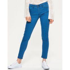 Denimowe jegginsy - Niebieski. Niebieskie legginsy Cropp, z jeansu. Za 59,99 zł.