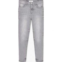 Mango - Jeansy Noa1. Szare jeansy damskie marki Mango, z bawełny, z podwyższonym stanem. W wyprzedaży za 59,90 zł.