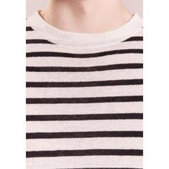 Swetry męskie: J.LINDEBERG JACK STRIPE BRETON Sweter whisper white / black