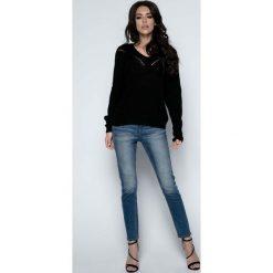 Swetry klasyczne damskie: Czarny Sweter Krótki Oversizowy z Dekoltem V
