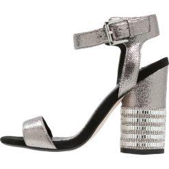Sandały damskie: Miss Selfridge CASTLE Sandały na obcasie metallic