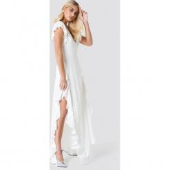Trendyol Prześwitująca sukienka kopertowa - White. Szare sukienki z falbanami marki Trendyol, na co dzień, z elastanu, casualowe, midi, dopasowane. Za 161,95 zł.