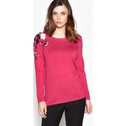 Sweter z haftem i okrągłym dekoltem. Czerwone kardigany damskie Anne weyburn, z haftami, z dzianiny. Za 176,36 zł.