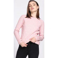 Różowy Sweter Prevalent. Czerwone swetry klasyczne damskie Born2be, l, z okrągłym kołnierzem. Za 54,99 zł.