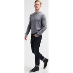 BOSS ATHLEISURE Jeansy Slim Fit dark blue. Czerwone jeansy męskie relaxed fit marki BOSS Athleisure, z bawełny. Za 579,00 zł.