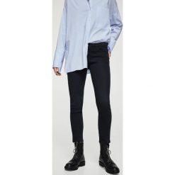 Mango - Jeansy Uptown1. Niebieskie jeansy damskie marki House, z jeansu. W wyprzedaży za 79,90 zł.