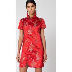 NA-KD Sukienka mini Cheongsam - Red,Multicolor. Czerwone sukienki mini NA-KD, z haftami. W wyprzedaży za 60,89 zł.