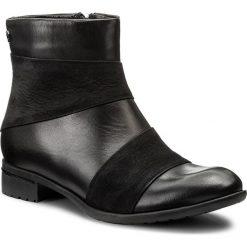 Botki CARINII - S4176 E50-360-POL-C63. Czarne botki damskie na obcasie marki Carinii, z nubiku. W wyprzedaży za 199,00 zł.