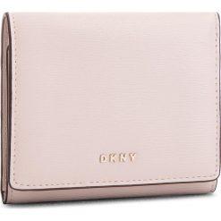 Mały Portfel Damski DKNY - Bryant Trifld Wallet R7413100 Iconic Bls 3IB. Czerwone portfele damskie DKNY, ze skóry. Za 379,00 zł.