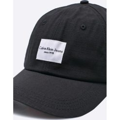 Calvin Klein Jeans - Czapka. Czarne czapki z daszkiem damskie marki Calvin Klein Jeans, z bawełny. W wyprzedaży za 139,90 zł.