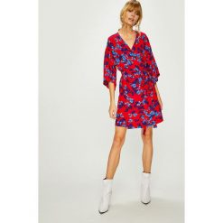 Answear - Sukienka. Szare sukienki mini marki ANSWEAR, na co dzień, l, z materiału, casualowe, proste. W wyprzedaży za 139,90 zł.