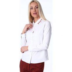 Koszula z koralikami na kołnierzu biała MP26012. Białe koszule damskie marki Fasardi, l. Za 59,00 zł.
