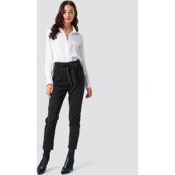 Glamorous Spodnie z paskiem Culotte - Black. Różowe spodnie z wysokim stanem marki Glamorous, z nadrukiem, z asymetrycznym kołnierzem, asymetryczne. Za 202,95 zł.