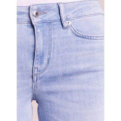 DRYKORN NEED Jeans Skinny Fit light blue denim. Niebieskie boyfriendy damskie DRYKORN, z bawełny. W wyprzedaży za 384,30 zł.