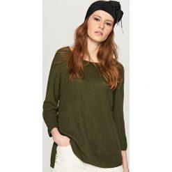 Swetry klasyczne damskie: Asymetryczny sweter - Khaki