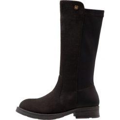 XTI Kozaki black. Czarne buty zimowe damskie marki Xti, z materiału, na wysokim obcasie. W wyprzedaży za 134,50 zł.