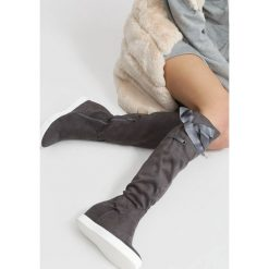 Ciemnoszare Kozaki Heart Of Silver. Szare buty zimowe damskie vices, na koturnie. Za 119,99 zł.