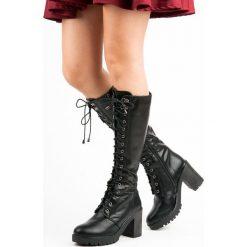 JENNIFER sznurowane kozaki na platformie. Czarne buty zimowe damskie marki Kazar, z futra, przed kolano, na wysokim obcasie, na koturnie. Za 114,90 zł.