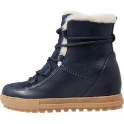 Aigle LAPONWARM Ankle boot dark navy. Niebieskie buty zimowe damskie Aigle, z materiału. Za 719,00 zł.