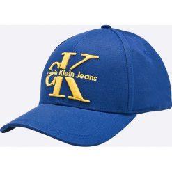 Calvin Klein Jeans - Czapka. Niebieskie czapki z daszkiem damskie Calvin Klein Jeans, z bawełny. W wyprzedaży za 139,90 zł.