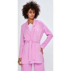 Answear - Żakiet Violet Kiss. Różowe marynarki i żakiety damskie marki ANSWEAR, l, z tkaniny, casualowe. W wyprzedaży za 169,90 zł.
