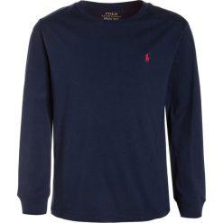 Polo Ralph Lauren Bluzka z długim rękawem newport navy. Niebieskie bluzki dziewczęce bawełniane marki Adidas, z kontrastowym kołnierzykiem, z krótkim rękawem. Za 149,00 zł.
