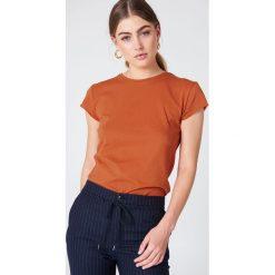 NA-KD Basic T-shirt z surowym wykończeniem - Orange. Pomarańczowe t-shirty damskie marki NA-KD Basic, z bawełny, z okrągłym kołnierzem. W wyprzedaży za 37,07 zł.
