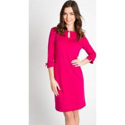 Sukienki: Różowa sukienka z ozdobnym dekoltem QUIOSQUE